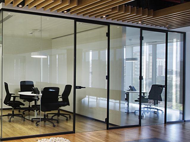 cam bölme kullanımı, cam bölme sistemleri, ofisleri cam ile bölme