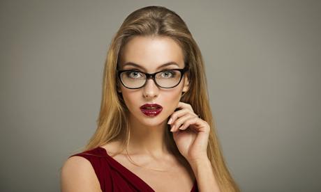 gözlük takan kadınlarda makyaj, gözlüklü kadınlar nasıl makyaj yapmalı, gözlük takanlarda makyaj yapımı
